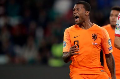 Twitter reacts to second Wijnaldum goal for Netherlands.