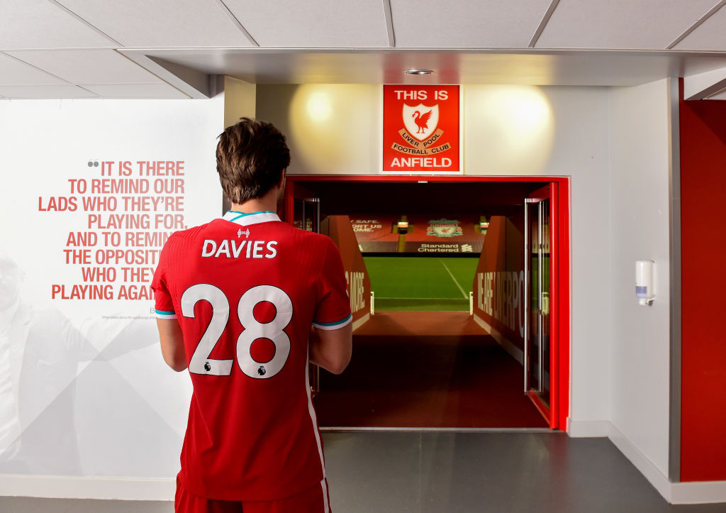 Some Liverpool fans want Ben Davies to start against Man City