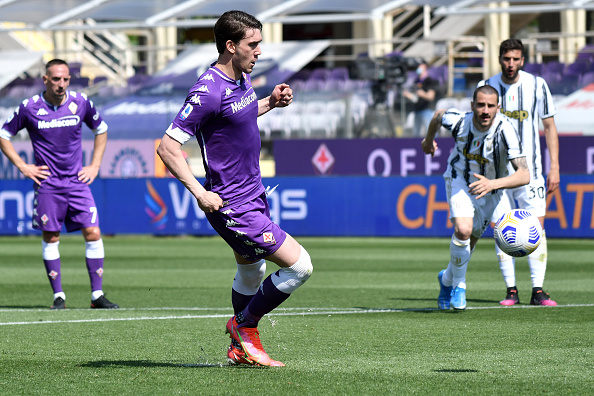 Dusan Vlahovic of ACF Fiorentina scores on penalty the goal