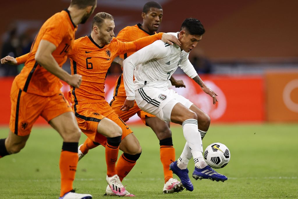 Teun Koopmeiners of Holland, Georginio Wijnaldum of Holland, Edson Alvarez of Mexico during the friendly match between the Netherlands and Mexico at the Johan Cruyff Arena on October 07, 2020 in Amsterdam, Netherlands.