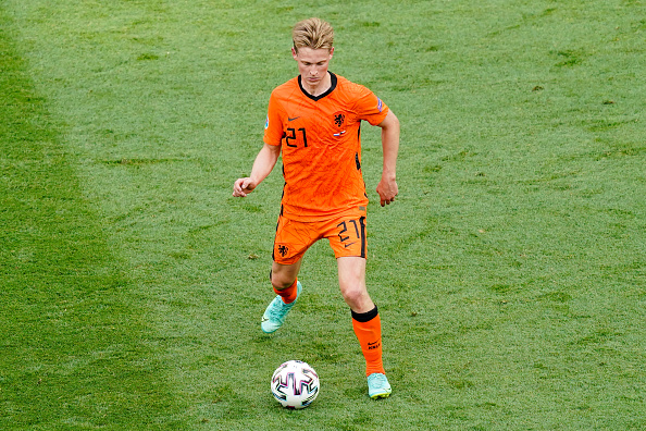 Liverpool should consider a sly move for Frenkie de Jong at Barcelona